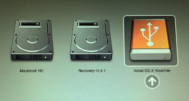 Arranque desde la unidad de instalación de OS X Yosemite para iniciar el proceso de instalación limpia